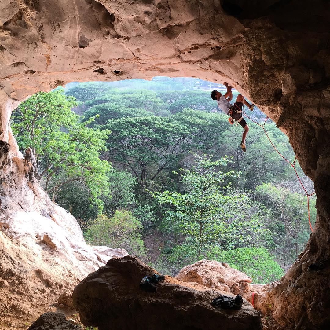 Mesti Cuba 11 Lokasi Outdoor Rock Climbing ini!
